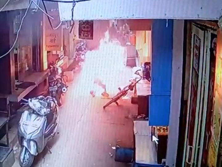 Jwellery Shopkeeper set to fire in Ferozabad SP and Congress questions BJP ANN
