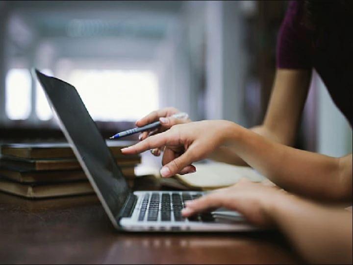 कैसे होगी ऑनलाइन पढ़ाई जब 27% छात्रों के पास स्मार्टफोन या लैपटॉप ही नहीं, NCERT सर्वे में खुलासा