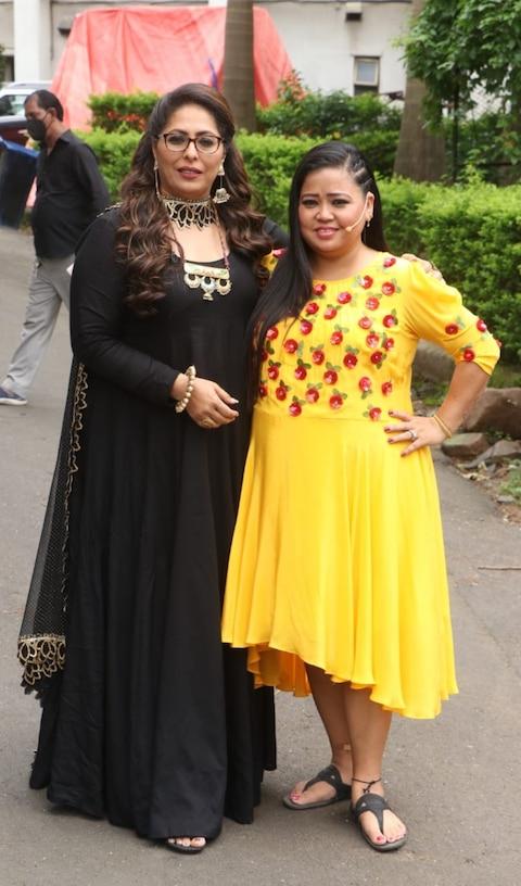 Photos: मुंबई की सड़कों पर मलाइका अरोड़ा और नोरा फतेही ने एक दूसरे को हॉटनेस में दी मात, यहां देखिए बोल्ड तस्वीरें