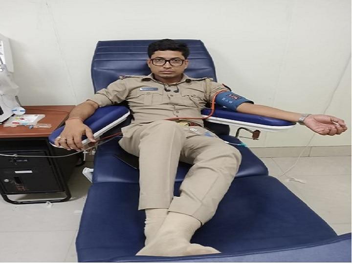 UP Police's SI Donates Plasma to Corona patient in Noida
