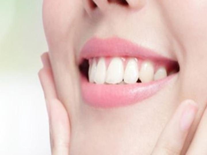 How To Make Teeth White And Smile Attractive, Try These Easy Method | Teeth  Whitening Tips: दातों को मोतियों जैसे सफेद बनाने के कुदरती तरीके, इस तरह कर  सकते हैं सफाई