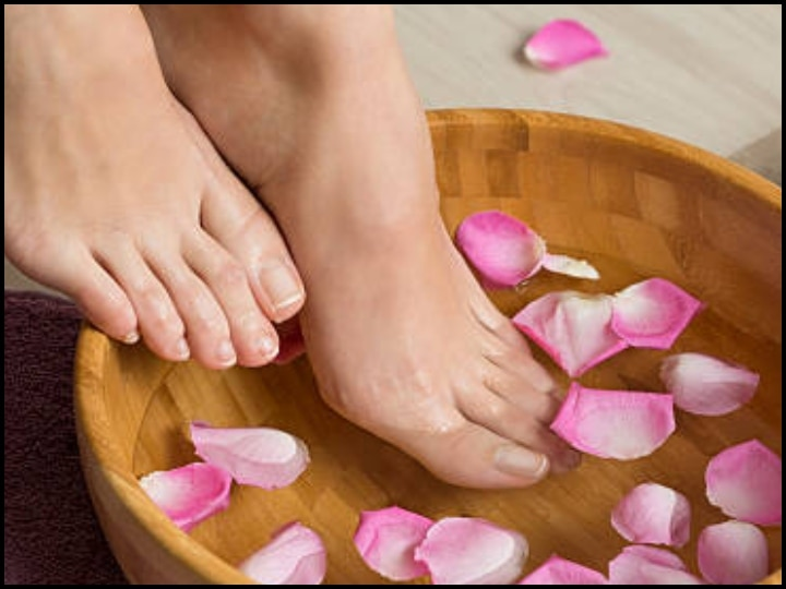 How to do a pedicure at home Make homemade scrub for pedicure