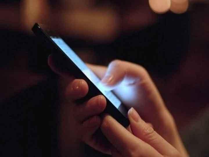 Health Tips: मोबाइल-लैपटॉप से निकलने वाली Blue Light बना सकती है आपको समय से पहले बूढ़ा