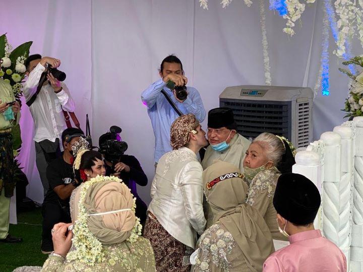 जानिए कैसे बिना कोरोना नियमों को तोड़े मलेशियन कपल की शादी में 10 हजार मेहमान हुए शामिल