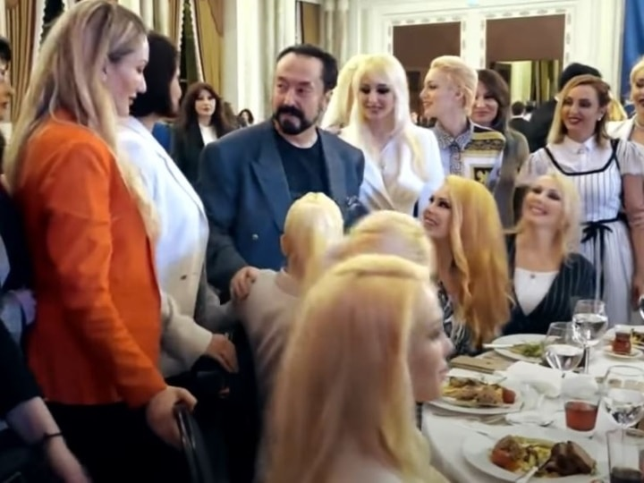 Turkish Preacher Adnan Oktar Who Appeared On TV With Scantily Clad Women  Jailed For One Thousand Years For Sex Crimes | तुर्की का यह मुस्लिम धार्मिक  नेता 1000 'गर्लफ्रेंड' के साथ बिताता