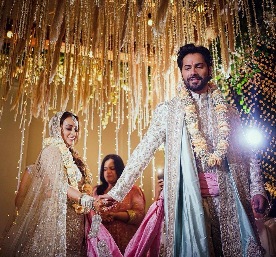 वरुण-नताशा की शादी फर्स्ट पिक: एक-दूजे के साथ वरुण धवन और नताशा दलाल, देखिए शादी के बाद की पहली तस्वीरें
