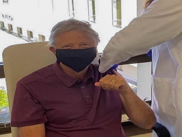 बिल गेट्स ने लगवाया कोविड वैक्सीन का पहला डोज़, बोले- काफी अच्छा लग रहा है thumbnail