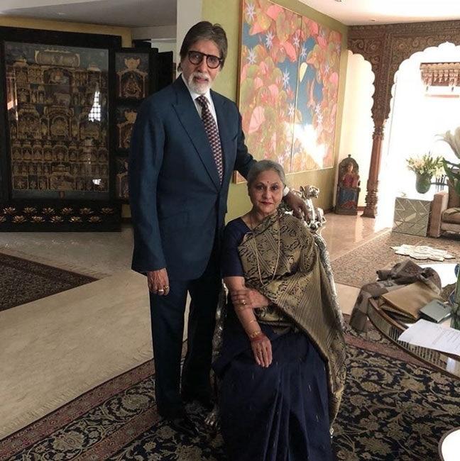 Amitabh Bachchan House: एक छत के नीचे रहता है बच्चन परिवार, सोने-हीरों से लदी हैं भगवान की मूर्तियां, देखें Inside Pics