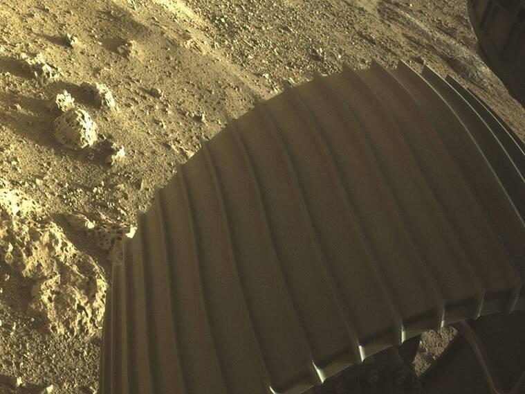 ऐतिहासिक: नासा ने Perseverance rover से ली गईं मंगल की तस्वीरें जारी की, देखें कैसा दिखता है लाल ग्रह