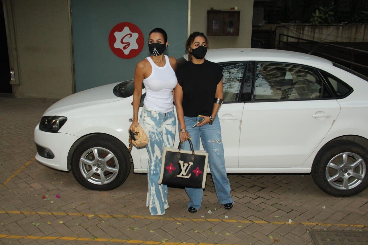 डिलीवरी के बाद पहली बार सैफ के साथ नज़र आईं Kareena Kapoor, देखें बीती रात हुई पार्टी की INSIDE तस्वीरें