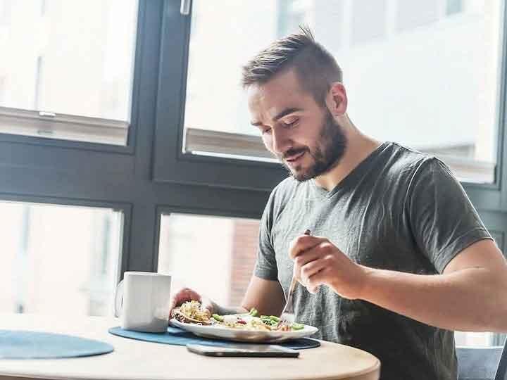 Health Tips: खाने के तुरंत बाद अगर किया इन चीजों का सेवन, तो शरीर को होगा नुकसान