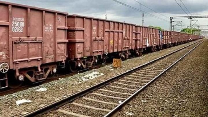 रेलवे को इस वित्त वर्ष में 24 फीसदी राजस्व का मुनाफा, मार्च महीने में माल ढुलाई सेवा के राजस्व में तीन फीसदी की बढोत्तरी