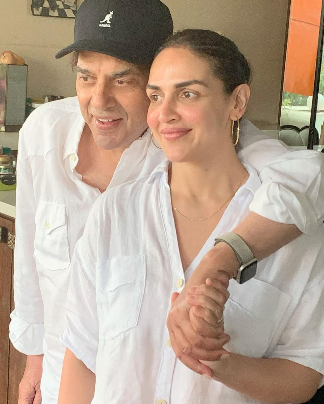 Daughters Jeans at Home - Dharmendra did not wear tops