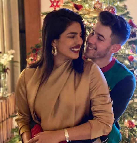 Priyanka Chopra and Nick Jonas have impressed with their look many times, together they enhance each other's beauty.