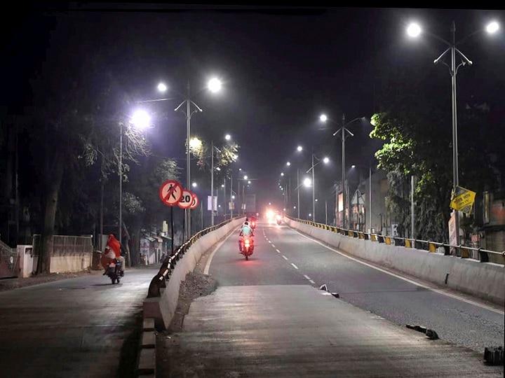 Night Curfew in UP: लखनऊ, कानपुर, प्रयागराज और बनारस में लगा नाइट कर्फ्यू, इन 9 जिलों में भी लग सकती हैं पाबंदियां