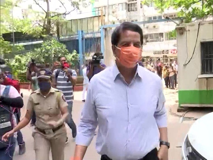 Mumbai Shiv Sena leader and former encounter specialist Pradeep Sharma arrives at NIA office ANN