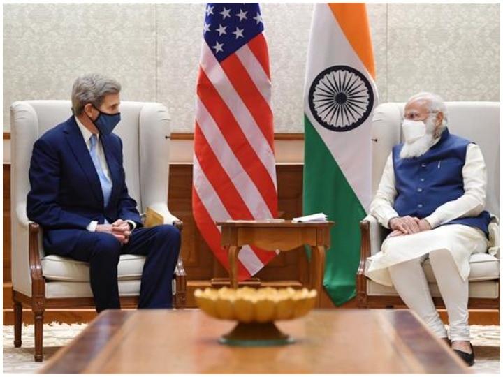 Khaskhabar/अमेरिकी राष्ट्रपति के विशेष दूत जॉन केरी ने प्रधानमंत्री नरेंद्र मोदी से बुधवार को जलवायु मुद्दों पर मुलाकात कर चर्चा की है. इस दौरान जॉन केरी ने कहा है कि भारत को ग्रीन तकनीक और जलवायु से संबंधी किसी भी योजना में सहयोग करने के लिए अमेरिका हमेशा उसके साथ खड़ा है.नरेंद्र मोदी ने बुधवार को कहा कि भारत और अमेरिका स्वच्छ और