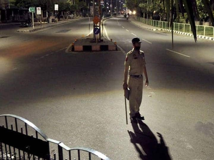 Night Curfew in UP: नोएडा-गाजियाबाद समेत इन 9 शहरों में भी लग सकता है नाइट कर्फ्यू, देखें लिस्ट