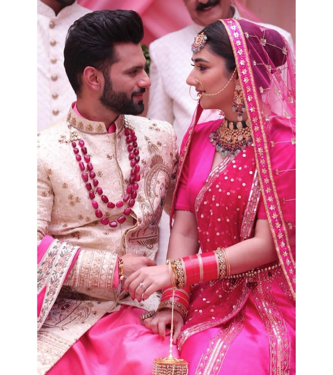 The first picture of Rahul Vaidya and Disha Parmar's wedding was revealed, the couple said- this is a new beginning