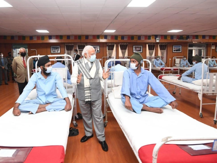 Prime Minister Modi met the injured soldiers at a hospital in Leh and encouraged them