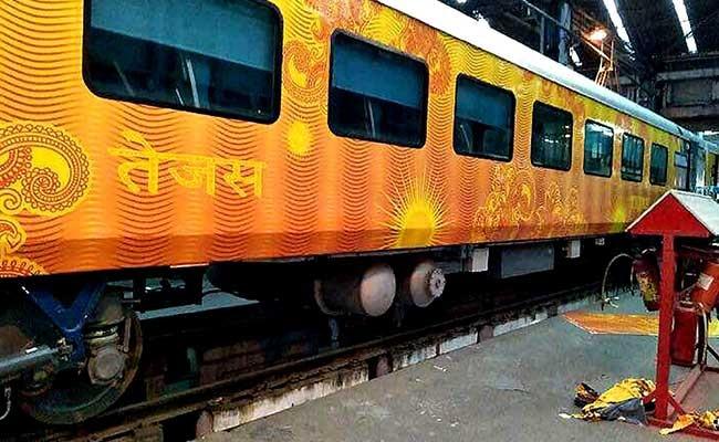 तेजस एक्सप्रेस ट्रेन की बुकिंग कराने पर यात्रियों को मिलेगा डबल फायदा, जानिए कैसे उठाएं लाभ