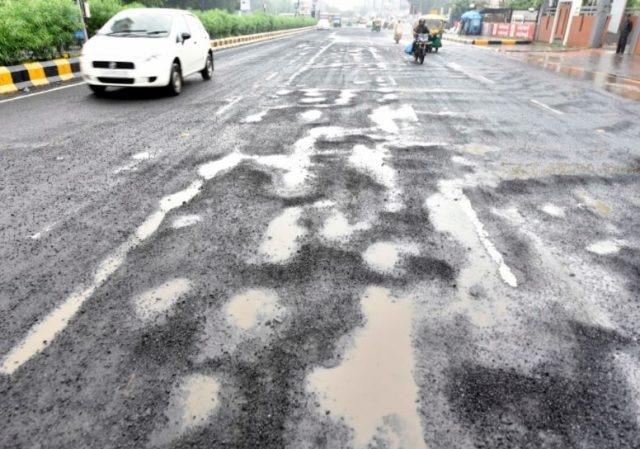 Dehradun Roads: देहरादून की सड़कें 31 अक्टूबर तक होंगी गड्ढा मुक्त, तेज हुआ अभियान