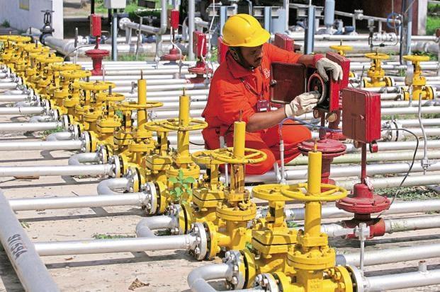 घटता जा रहा है नेचुरल गैस का उत्पादन, उद्योगों के सामने बढ़ रहा संकट