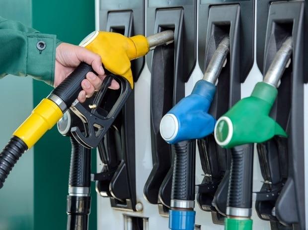 नहीं थम रही पेट्रोल डीजल की कीमतें, नोएडा से लेकर प्रयागराज तक आम जनता परेशान