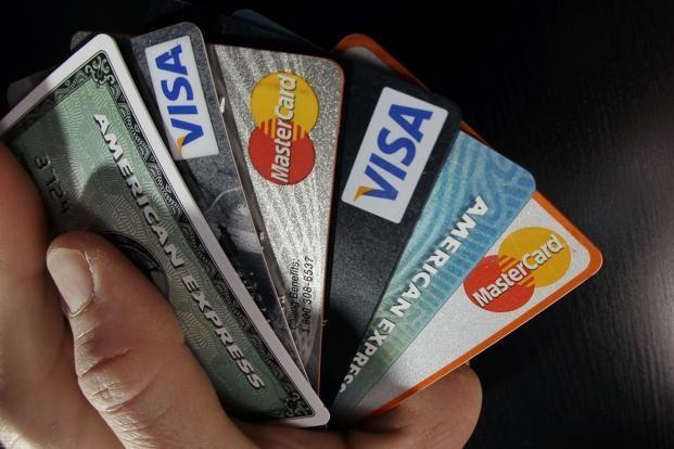 कोरोना का असर : क्रेडिट कार्ड से होने वाला खर्चा घटा, 50 फीसदी से अधिक की गिरावट