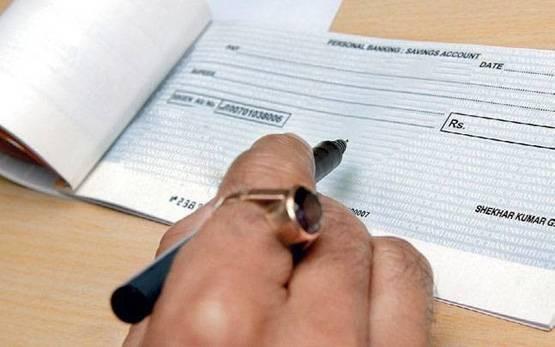 Cheque देते समय भूल से भी न करें ये गलतियां, वरना हो सकता है भारी नुकसान