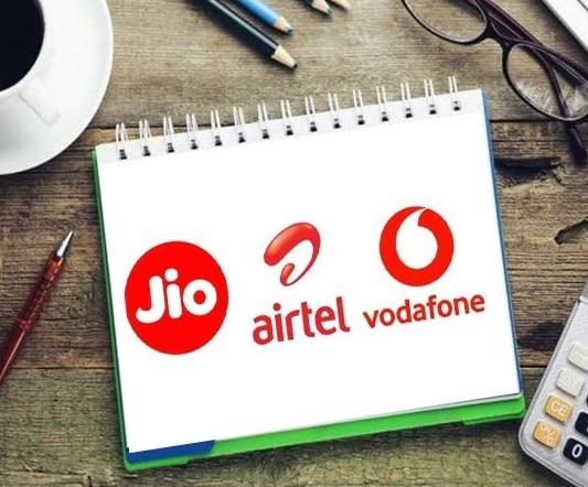4GB डेटा वाले बेस्ट प्लान, Jio, Airtel और Vi दे रहे हैं 300 रुपए में ये ऑफर